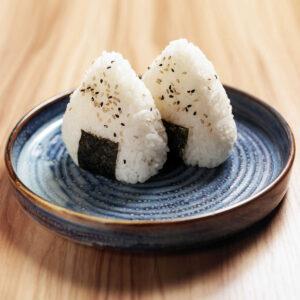 piatto con due onigiri