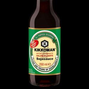 bottiglia con salsa di soia kikkoman da 250 ml con poco sale.