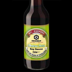 bottiglia con salsa di soia kikkoman senza glutine da 250 ml.