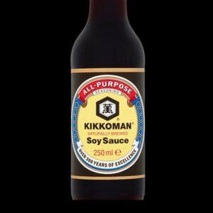 bottiglia con salsa di soia kikkoman da 250 ml.