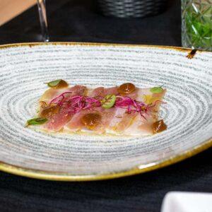 carpaccio di ricciola in salsa di miso allo yuzu