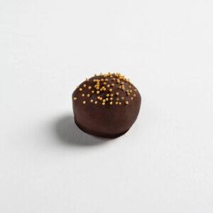 mochi gelato al cioccolato con perle oro